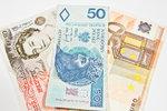 Wysyłasz pieniądze rodzinie? Zobacz, jak najmniej stracić na przewalutowaniu